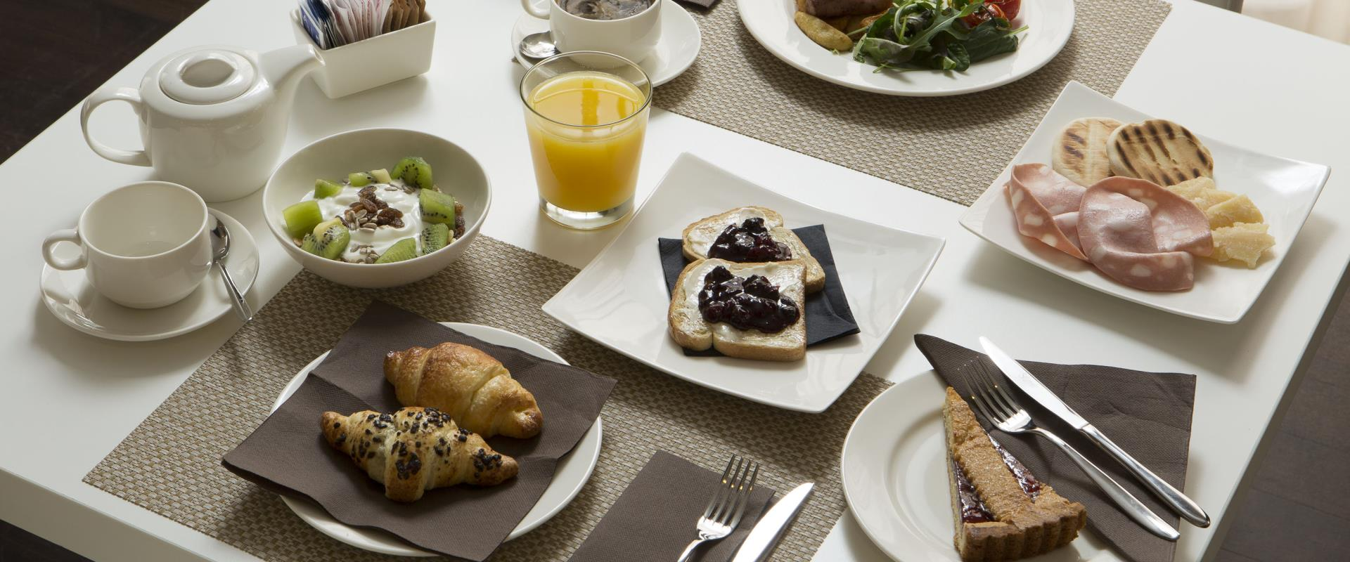 Only by booking from this website, breakfast at 1€ per person!