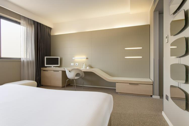 Colori neutri e linee sinuose - Smart Room Best Western Plus Tower Hotel Bologna